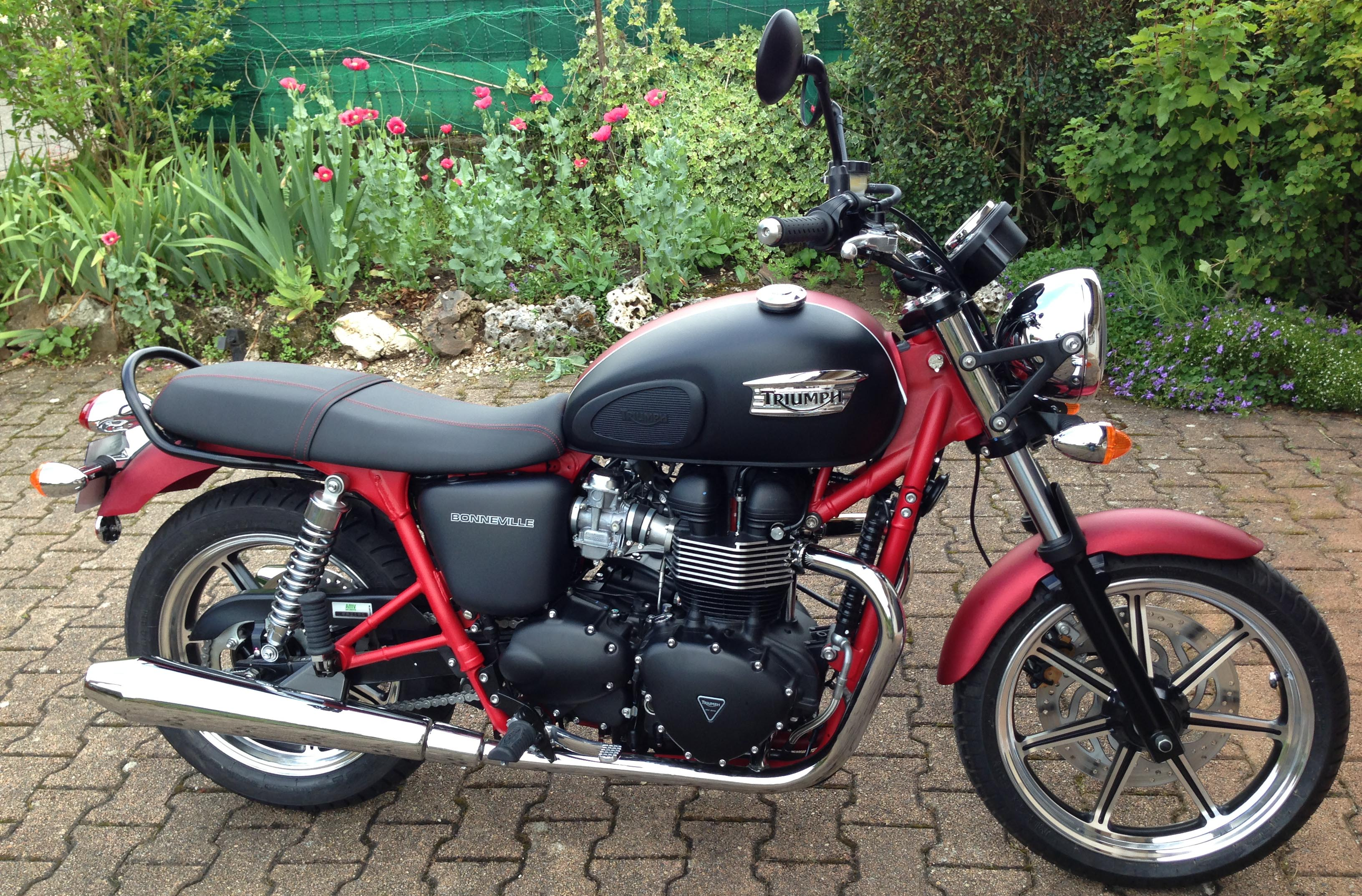 2013 triumph bonneville se review
