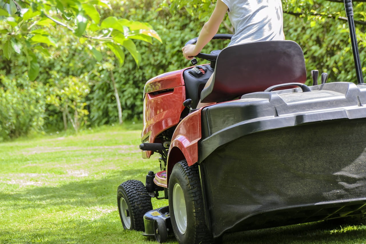 electric riding lawn mower reviews